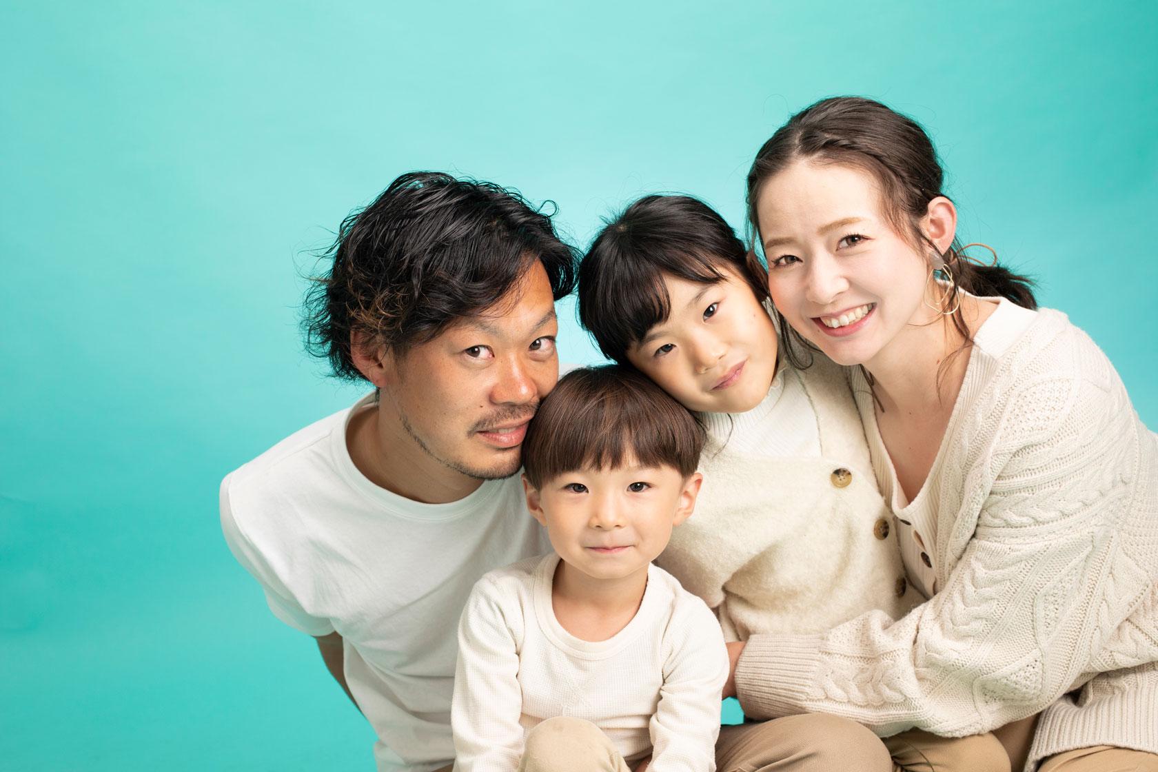 家族で写真を撮ろうよキャンペーン。年賀状プランあり。